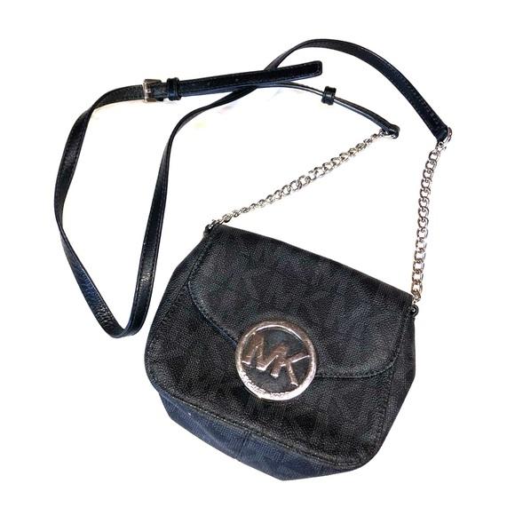Michael Kors Handbags - Lil Michael Kors cross body purse